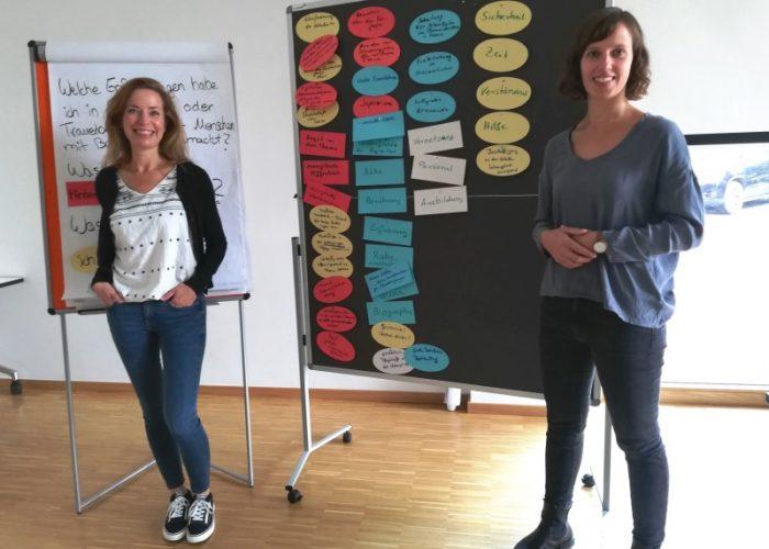 Mareike Neumayer, Organisatorin, und Referentin Gina Krause